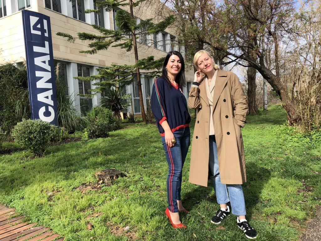 Anuska Menéndez en los estudios de canal 4 radio
