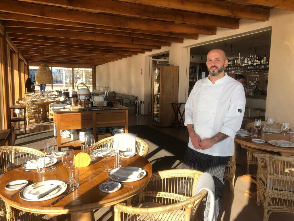 Gonzalo Chavez, chef of Assaona proposes, under the supervision of Gerhard Schwaiger, the new menu of the gastro beach club of es Portitxol.